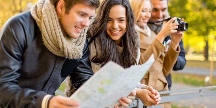 1.-Group-of-tourists-map-in-city-park-1b